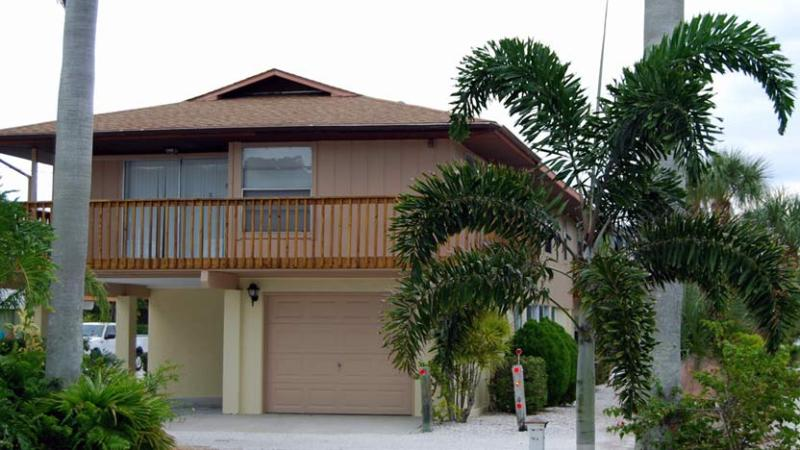 Relaxing Front Balcony - Sun-Day West: 2BR/2BA Family- and Pet-Friendly Home near Beach - Holmes Beach - rentals