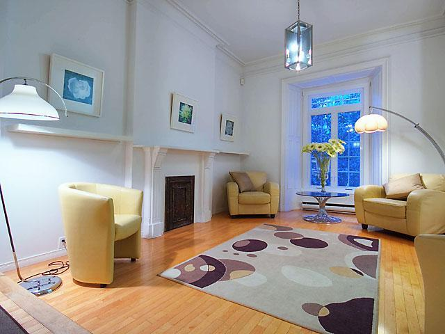 Living room area - Atrium Townhouse Carre St Louis - Montreal - rentals