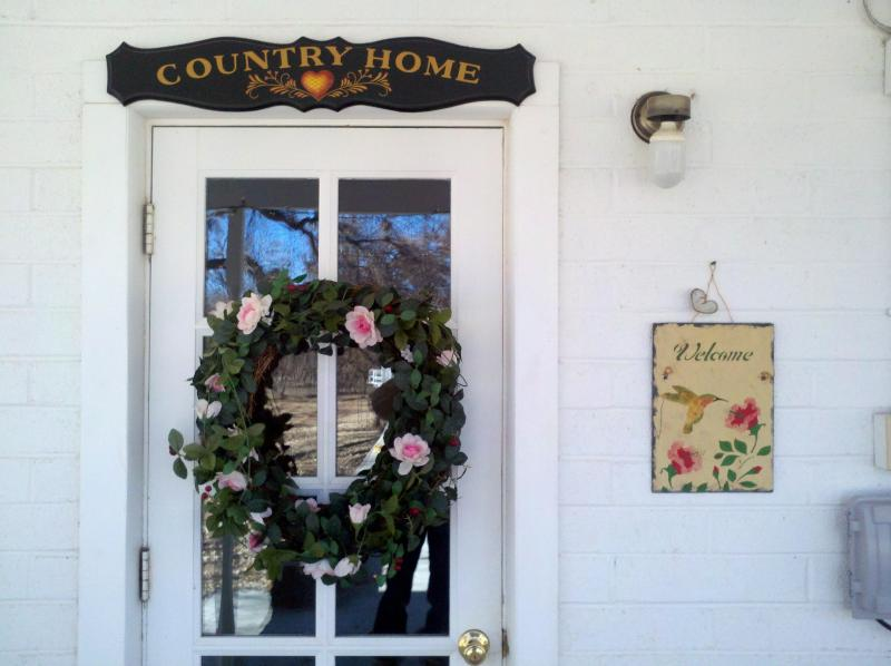 A warm welcome - Summer Place Pecan Farm Vacation Rental - Camp Verde - rentals