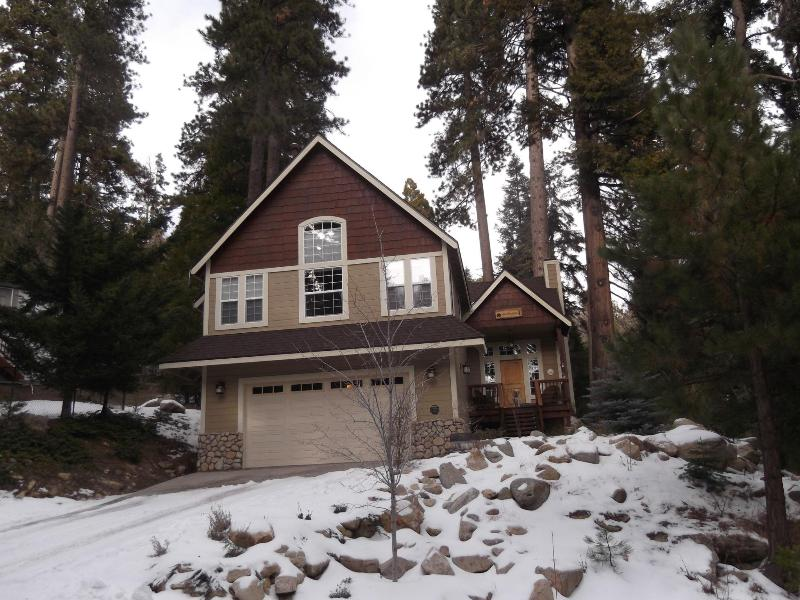 Front of house - Beautiful Arrowhead Home- Walking Distance to Lake - Lake Arrowhead - rentals
