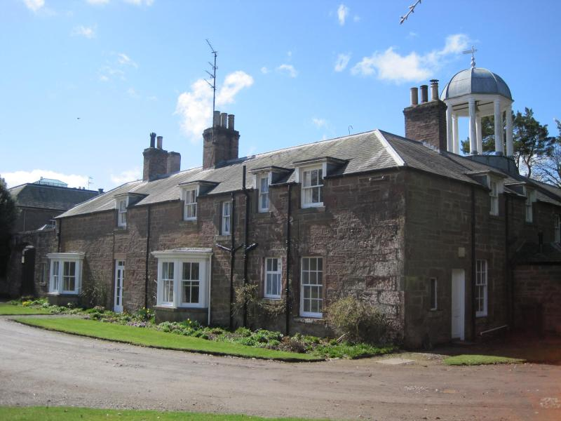 The House in Spring - COURTYARD HOUSE, a period home set in a beautiful country estate - Brechin - rentals