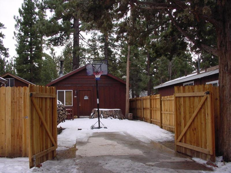 Romantic Cabin Weekend Deal $199/2nts! - Image 1 - Big Bear City - rentals
