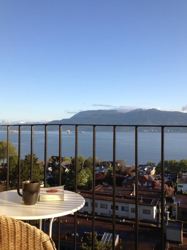 Balcony - Kitsilano Apartment with Ocean and Mountain Views - Vancouver - rentals