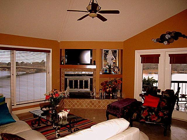 Living room area with Plenty of Views and Comfy furniture. - STONERIDGE CONDO..Weekend Specials through 2013! - Hot Springs - rentals