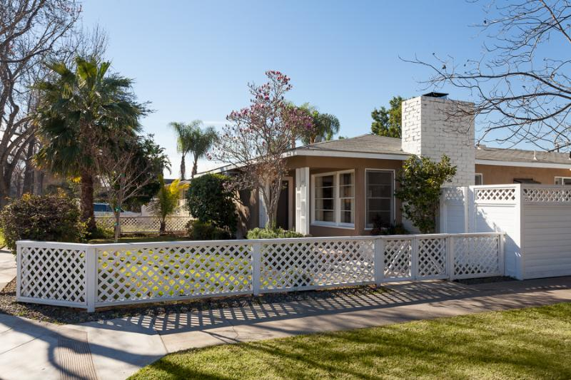 Midcentury Charmer, 1100 sq ft private house in quiet residential cul de sac with plenty of parking - By Disneyland, Mid Century Charmer * - Anaheim - rentals
