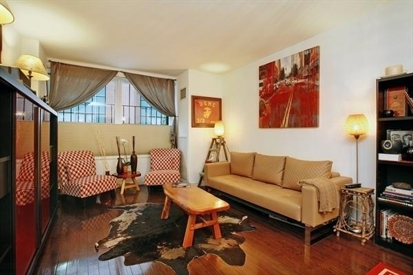 Living Room - Luxury Apartment Steps from Columbus Circle - New York City - rentals