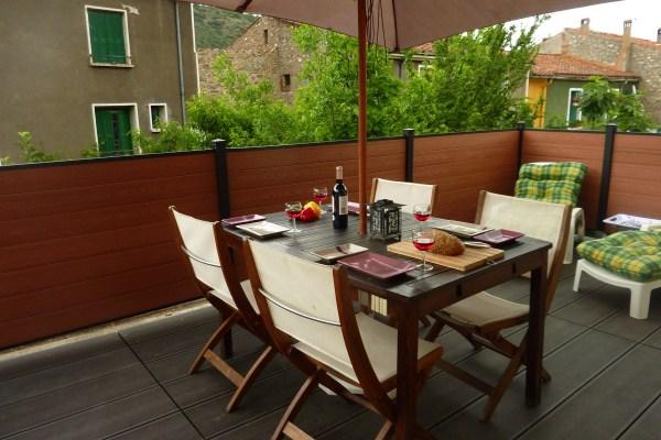 Large decked terrace, sun lougers, parasol, BBQ and table with 4 chairs - Le Canigou, lovely apartment, large terrace, BBQ - Languedoc-Roussillon - rentals