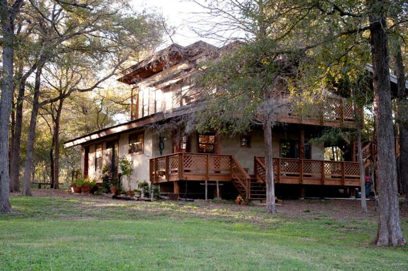 Beautiful Country Home on 20 wooded acres, decks too numberous to mention, rest and relax in peace. - Chateau Greene - Austin - rentals
