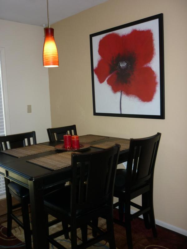 Dining Room area - Newly renovated Townhouse near Oldtown Scottsdale - Scottsdale - rentals