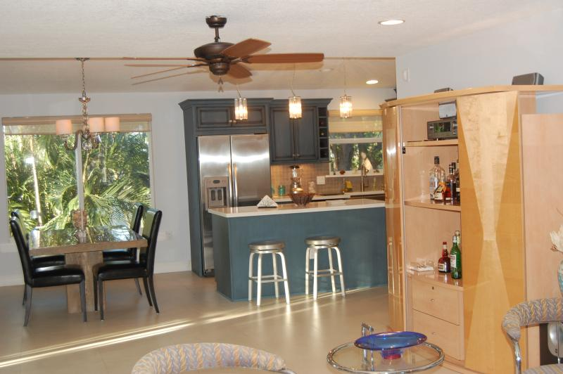 bar/ entertainment area - Updated Waterfront home in Stillwright Point - Key Largo - rentals