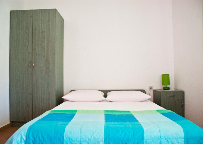 Modern, airy sleeping room - COMFORTABLE APARTMENT 300m FROM BEACH, PAKOSTANE - Pakostane - rentals