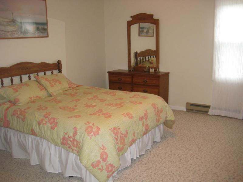 master bedroom - Perfect family getaway in Westerly, RI - Westerly - rentals
