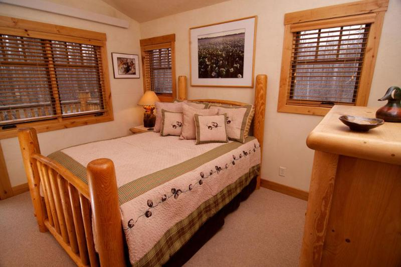 RIVER HOLLOW CHALET - Image 1 - Wilson - rentals