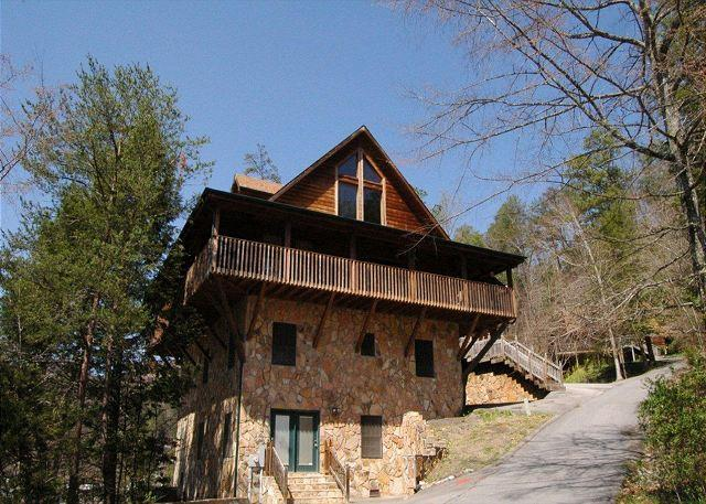 Honey Bear Lodge #429- Outside View of the Cabin - Cabin in between Gatlinburg and Pigeon Forge - Sevierville - rentals