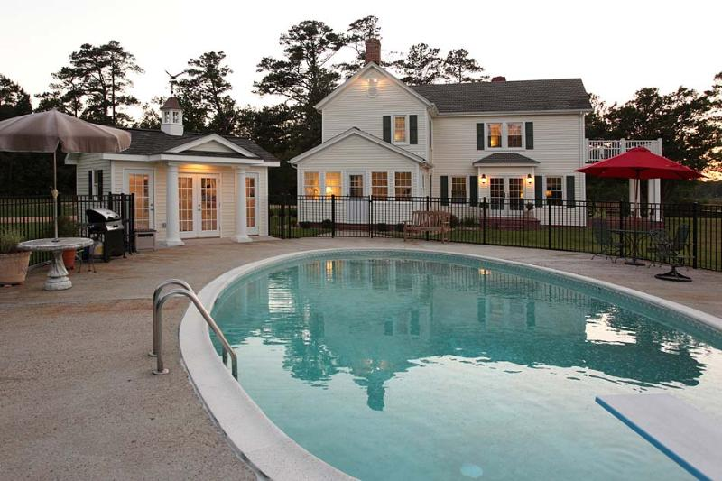 Relax at days end with a swim - Blue Water Haven - Williamsburg - rentals
