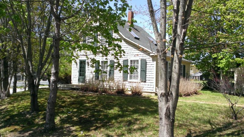 2 bedroom historic cottage in Camden, Maine - Image 1 - Camden - rentals