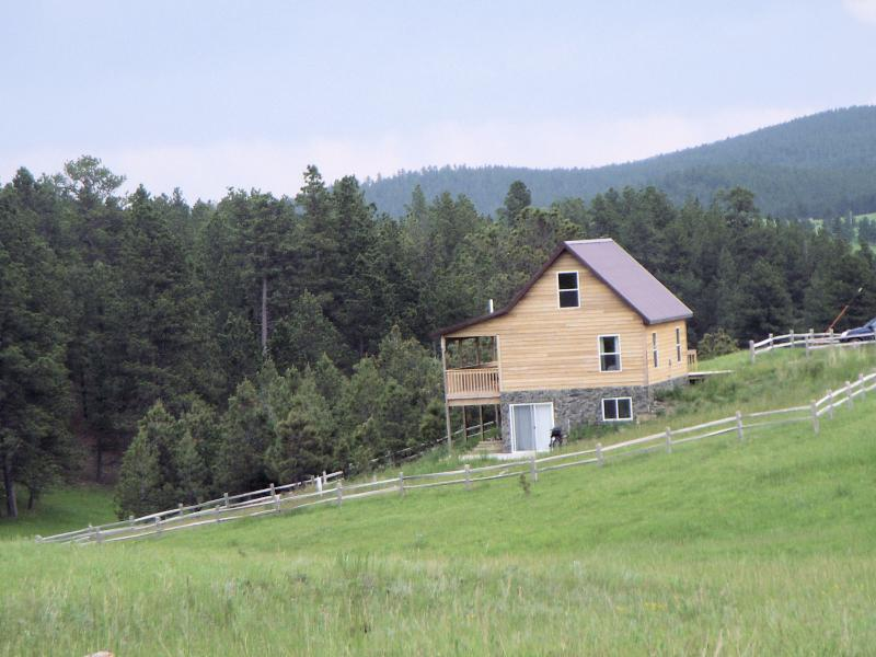 Surrounded by hills and forest - Black Hills Forest Edge Cabin - Hill City - rentals