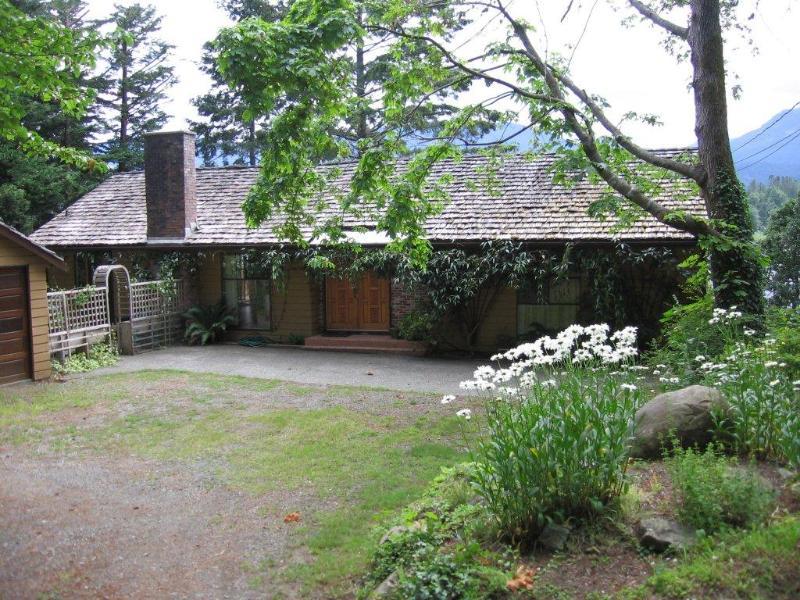 Front Entry - Comox Valley Oceanfront Beach House - Fanny Bay - rentals