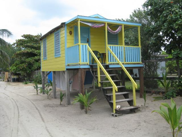 TYPICAL CABANA  - COLINDA CABANAS  # 6 - OCEAN VIEW STEPS TO THE SEA - Caye Caulker - rentals