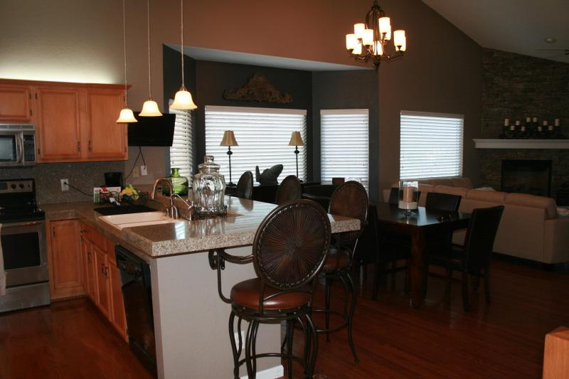 Main Floor - Lake Front Living at its Best ! 2800 sg ft 4Bd/4Bath   Stay 6 Nites Get the 7th One FREE - Osage Beach - rentals