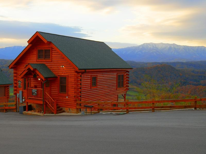 Beautiful November morning with snow capped Mt. Leconte in background! - Mountainscape - Pigeon Forge - rentals