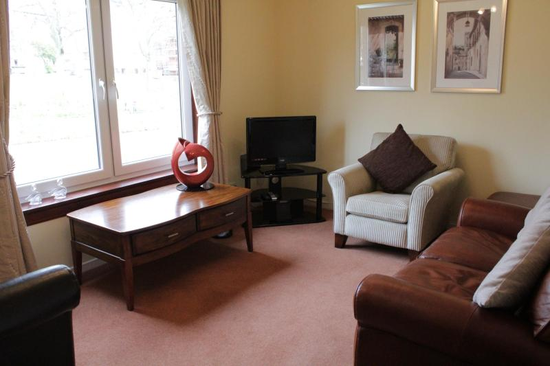 Lounge with views to the water - 1 Bedroom (Ground Floor) by the Shore free parking - Edinburgh - rentals