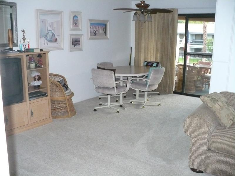 Living/Dinning area - Palm Springs Get-A-Way - Palm Springs - rentals