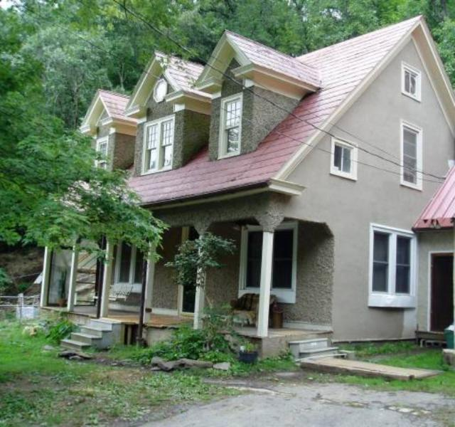 The Corkscrew House, named after the old name for our road. Pebble-dash Victorian-era Home above town - Corkscrew House-25 minutes from Asheville - Marshall - rentals