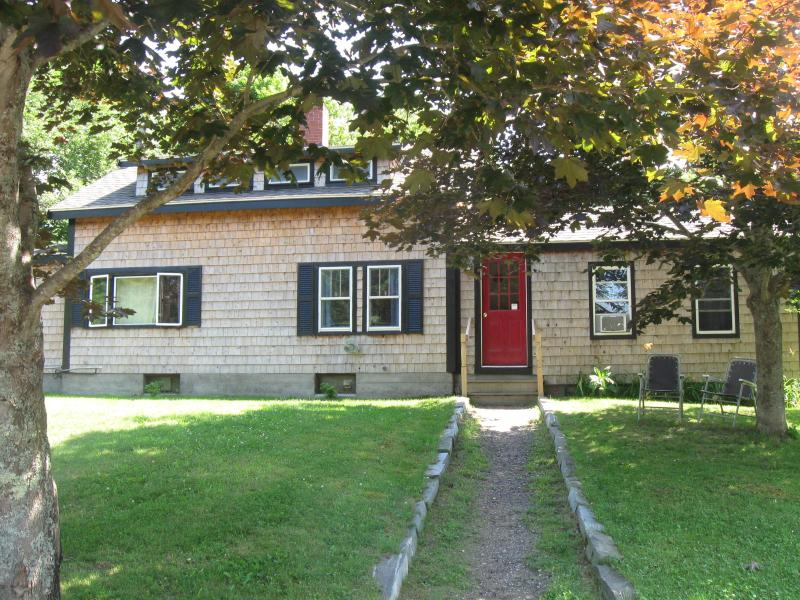 Front of House - Dog/Kid Friendly Summer House Rental - Edgecomb - rentals