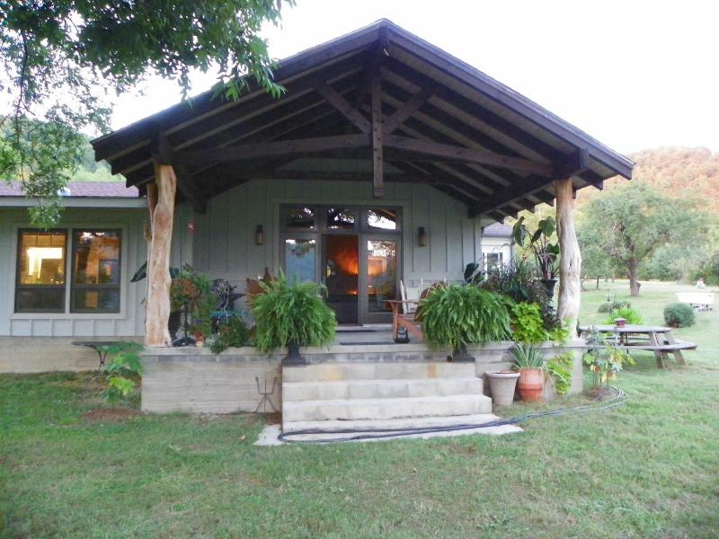 Large, relaxing porch with grand mountain and river views  - Stonewall Cottage/River &Mt views/in Hot Springs - Hot Springs - rentals