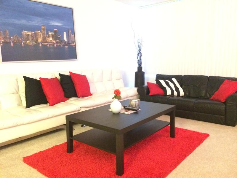 LIVING ROOM**** - 1 BED Condo@ amazing resort!!!(less than a hotel) - Miami Beach - rentals
