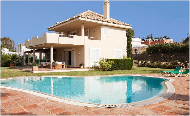 Villa with private paddel-tennis court and pool - Image 1 - Marbella - rentals