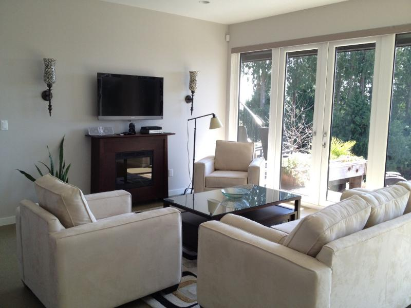 All rooms are bright with large windows and extra high ceilings. - Sweet Georgia Terrace - Gibsons - rentals