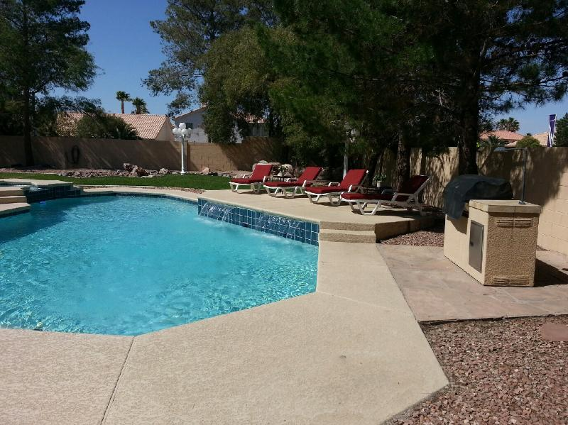 Lounge by the pool or barbeque on the grill - Spacious 5 Bedroom with Contemporary Style - Las Vegas - rentals