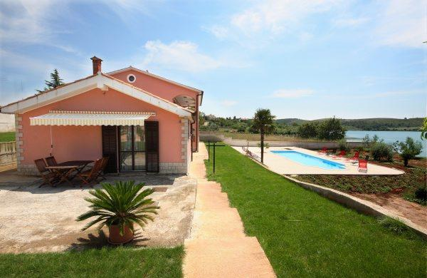 Small house with pool and a sea view - Image 1 - Pula - rentals