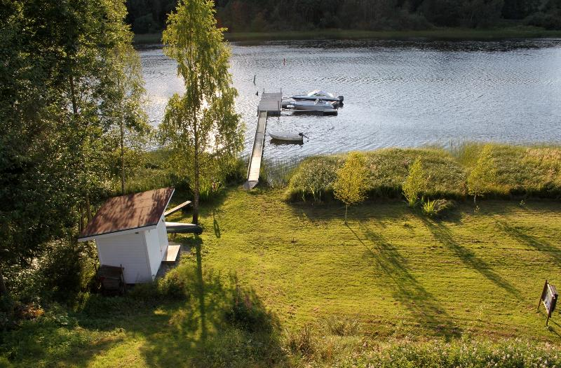 The lower garden with the boat house - Loft - at lake - with boat, canoe and garden. - Vestfossen - rentals