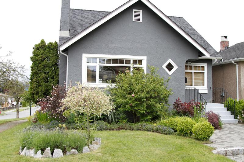 Outside - 4 Bedroom Modern Gorgeous House, Mountain Views - Vancouver - rentals