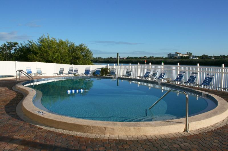 Pool overlooking Intracoastal waterway - UPSCALE WATERFRONT NEW RENO with BEACH POOL TENNIS - Indian Shores - rentals