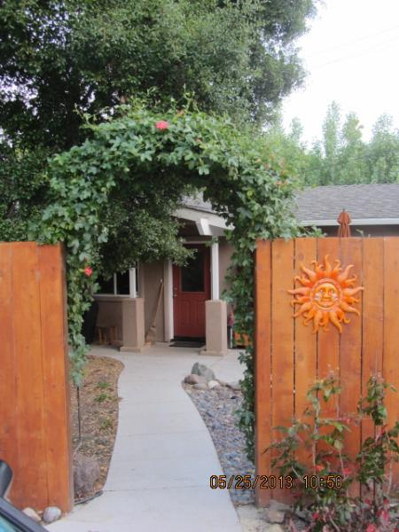 house sits off the street - House near downtown san luis obispo - San Luis Obispo - rentals