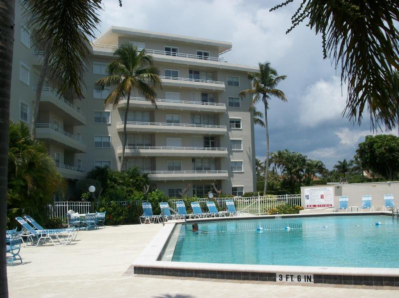 View of condo complex & pool area - Marco Island, Fl - Beach Front, Sunset House North - Marco Island - rentals