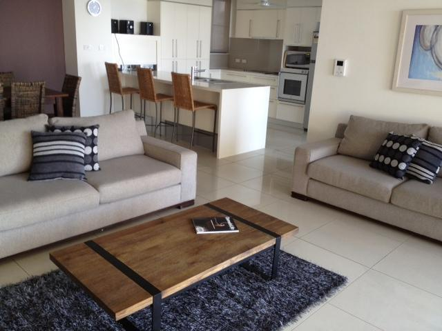 Contemporary spacious 3 Bedroom Apartment in Darwin City. 5 min walk to wharf & main street - Image 1 - Darwin - rentals