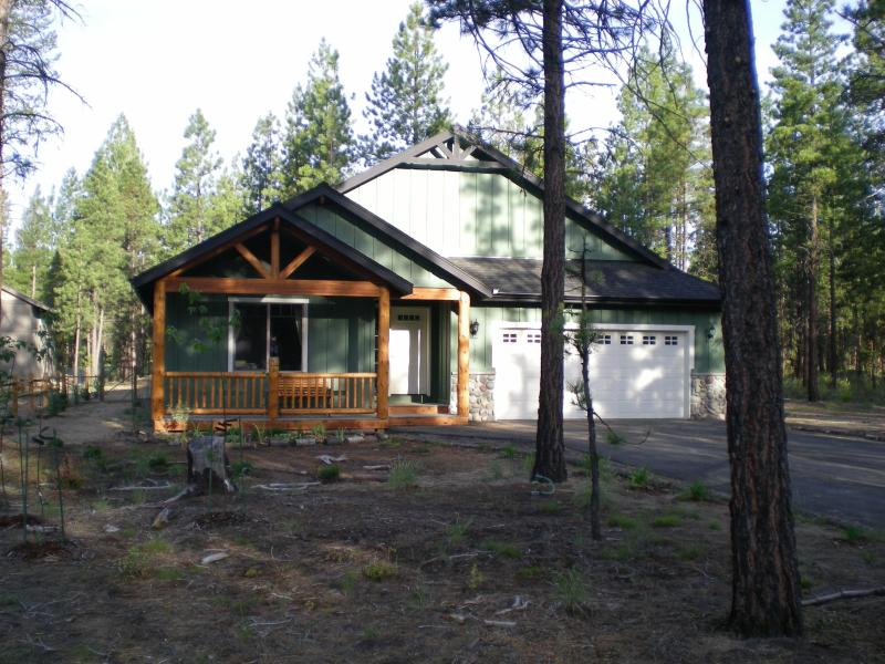 Bear St home on forested rural acreage - Bear Street Lodge, a forested oasis backs to govt. land - La Pine - rentals