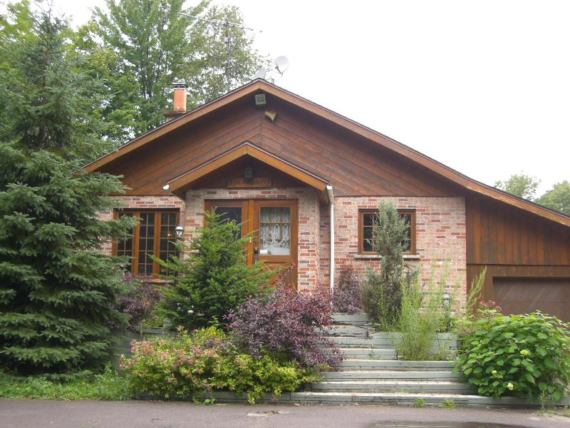 Lovely chalet in the heart of the Laurentians - Image 1 - Mont Tremblant - rentals
