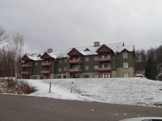 Lodges At Sunrise Village - Three bedroom Three bathroom Tastefully Decorated and Upgraded Townhouse Steps Away from the Sunrise Chairlift Health Club Privileges! - Image 1 - Killington - rentals