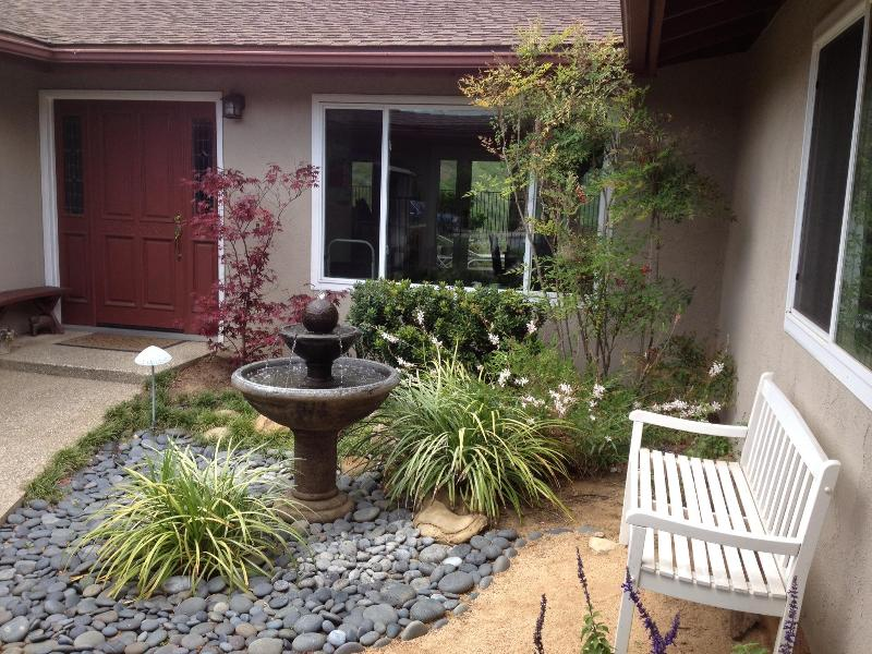 Lovely Courtyard Entrance - Santa Barbara Sunsets - Santa Barbara - rentals