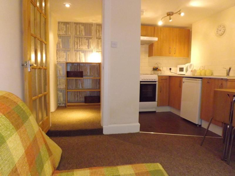 central flat close to sights and entertainment - Image 1 - Haddington - rentals