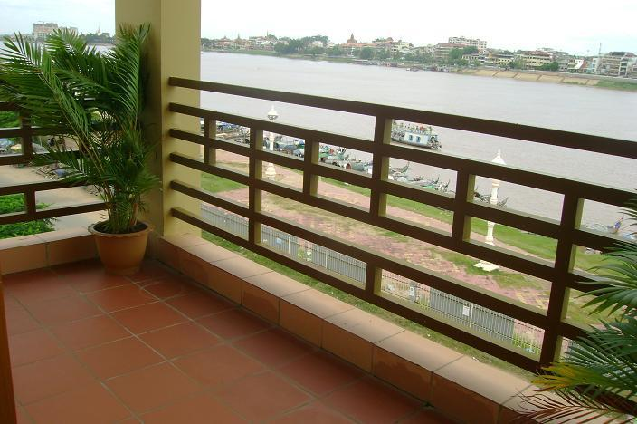 Riverfront apartment in Phnom Penh for 400USD - Image 1 - Phnom Penh - rentals