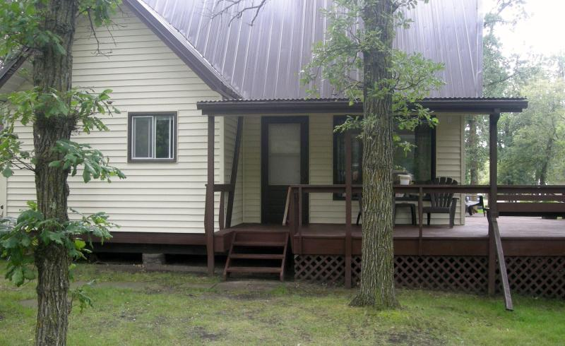 The Eagles Nest Cottage - Image 1 - Manitoba - rentals