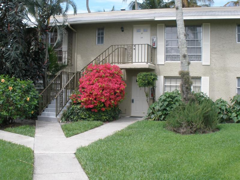 Main Entrance (lower unit) - Cheapest Golfing Community in Naples - Naples - rentals