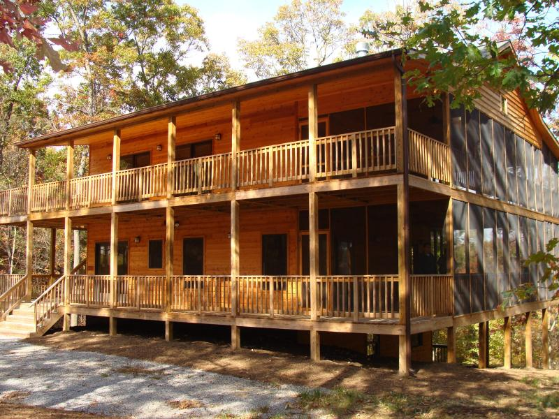 360 degree decks on two levels - Cabin Life Magazine feature in Lost River Valley - Baker - rentals